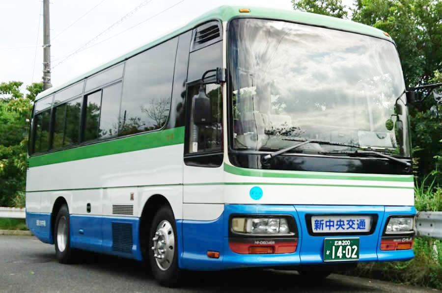 27人乗り中型サロンバス全体